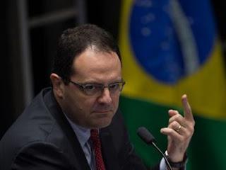 Julgamento de Dilma continua no Senado e ex-ministro depõe