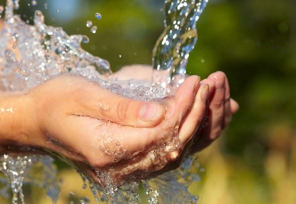 Bagaimana Wudhu Kita Jika Tangan Terkena Lem dan Susah Hilang?