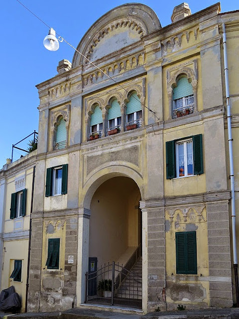 Building in via di Montenero, Livorno