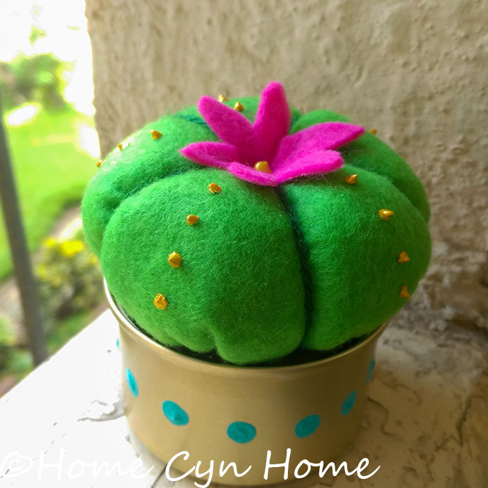 A cute project to turn those cat food tins into cute little planters for artificial plants and cacti