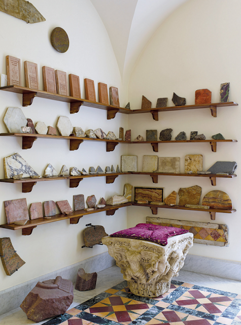 Ancient marble fragments | | Paola Santarelli's home in Rome Photographs by Henry Bourne