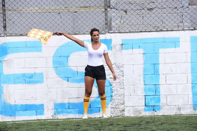 braless, Hilarious: Players caught on camera looking at braless female linesman