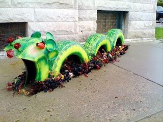 Dragón elaborado con neumáticos reciclados