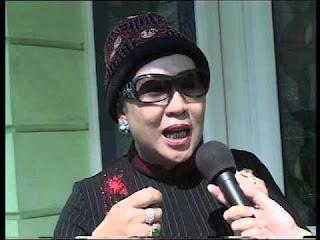 Foto Wajah Ibu Hj Dian Al Mahri Pemilik Masjid Kubah Emas Depok