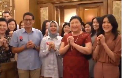 Momen Imlek, Sandi Kunjungi Keluarga Keturunan Tionghoa