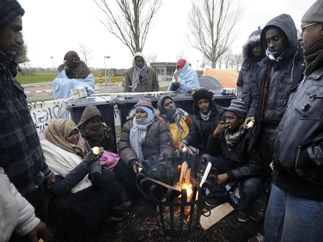 https://3.bp.blogspot.com/-0wRcUe3lEWM/WurjUYeTUxI/AAAAAAAAJog/CvjPn51PFAEybh4KANmdE5vc0NaeP9Z8gCLcBGAs/s1600/A-group-of-Somali-asylum-seekers-protest-640x480%2B%25281%2529.png