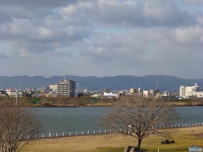新淀川と生駒山