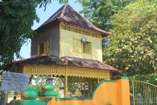 Gapura Luar Istana Keraton Sambas - Catatan Nizwar ID