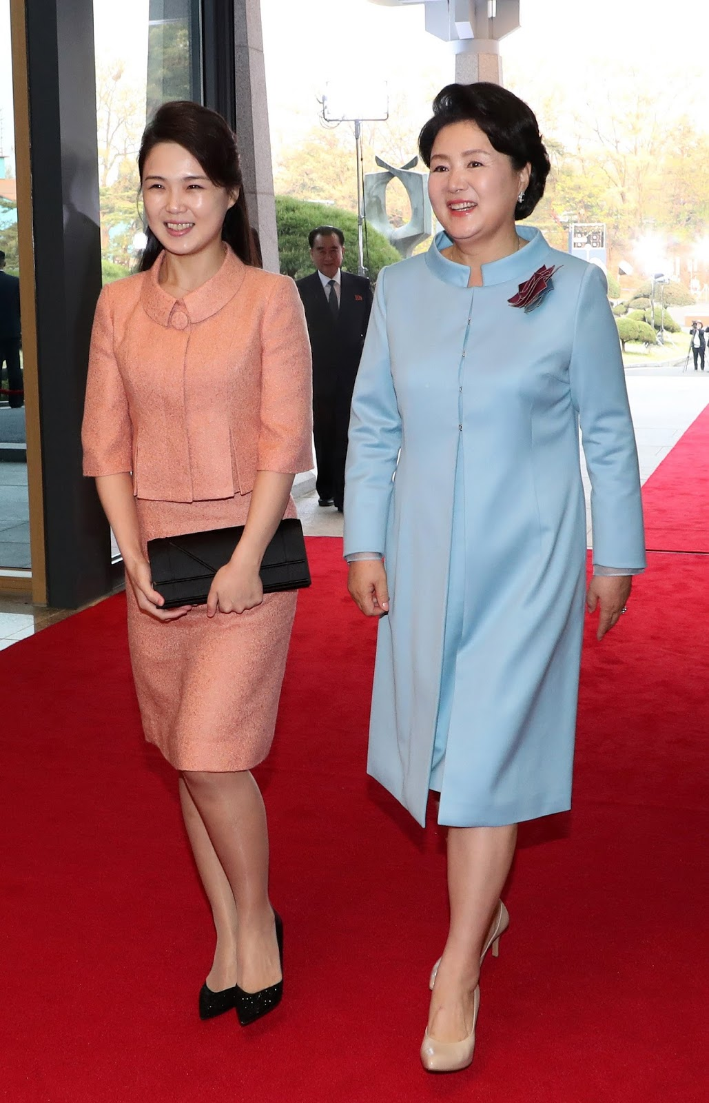 Among the many spectacles Friday's inter-Korean summit offered was the two Korea's first ladies' first-ever meeting with one another, and the seemingly instant bond they formed.