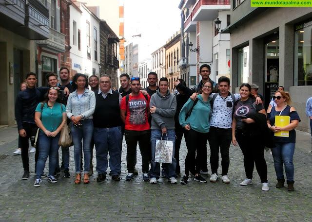 Los convenios de colaboración entre empresas de la Isla y la Academia Canarias hacen posible la formación de 150 alumnos