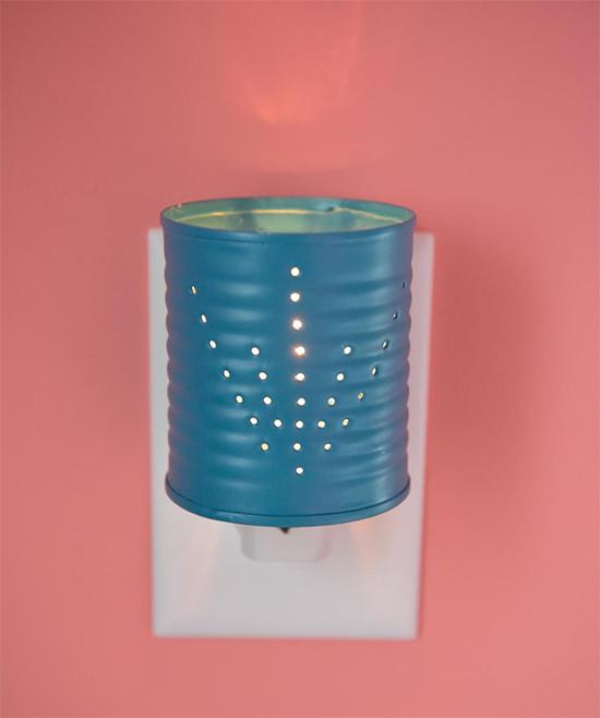 luminária com lata, luminária, faça você mesmo, a casa eh sua, diy, reciclagem, upcycling