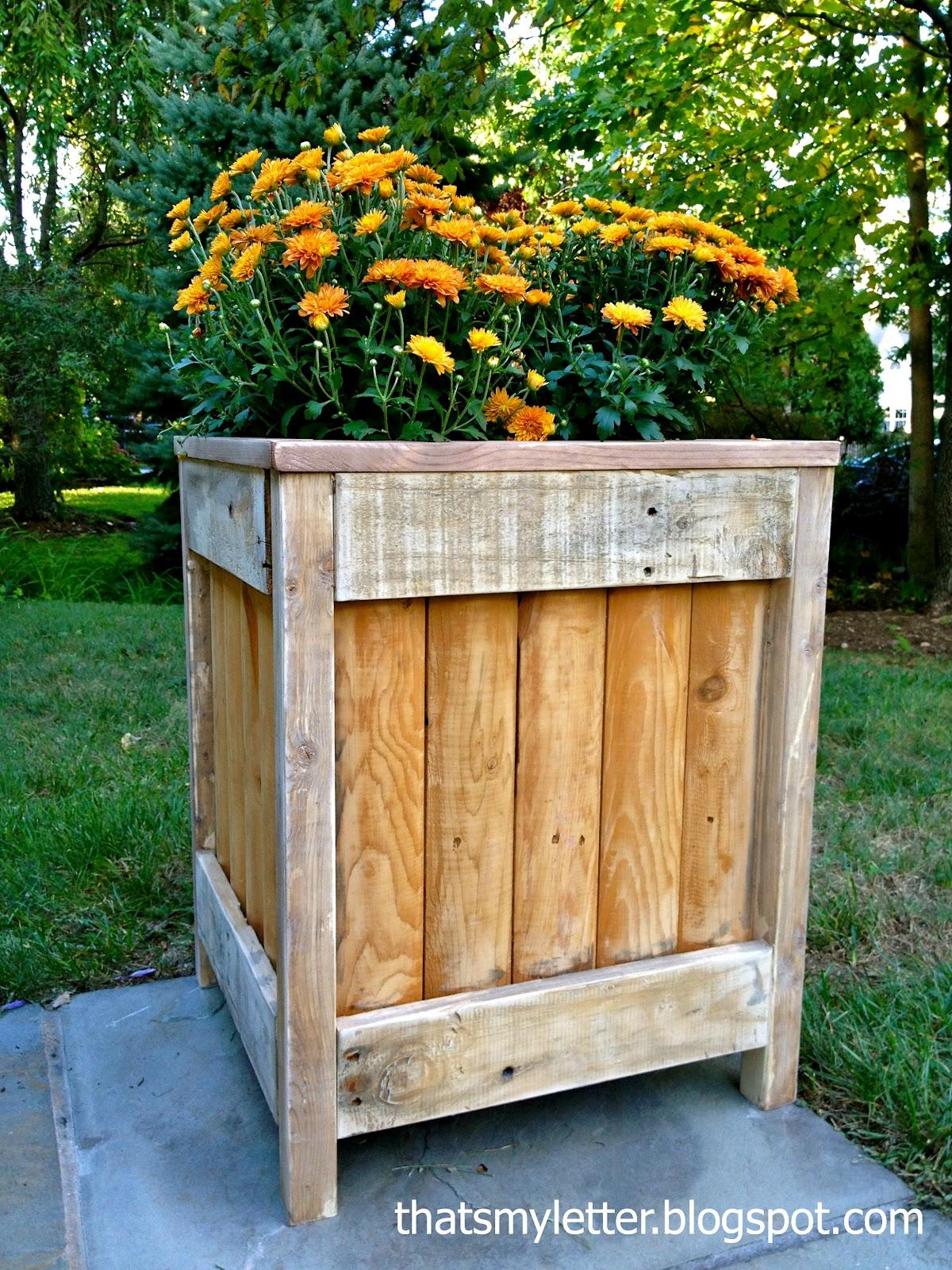 that 39 s my letter diy outdoor planter. Black Bedroom Furniture Sets. Home Design Ideas