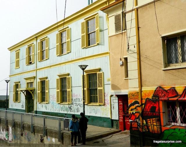 Rua no Cerro Concepción, em Valparaíso, Chile