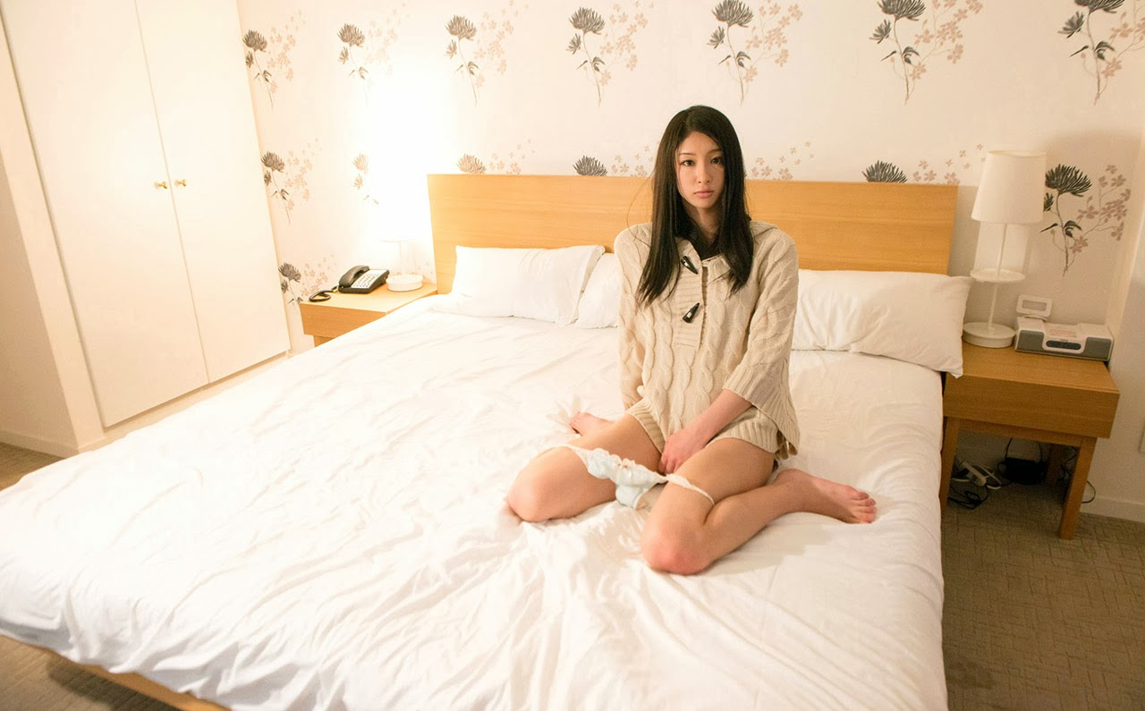 kanon takigawa stripping naked in the bed 03