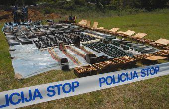 Όπλα για Αλβανούς σε ΠΓΔΜ… και αλλού, κατέσχεσαν οι Σέρβοι