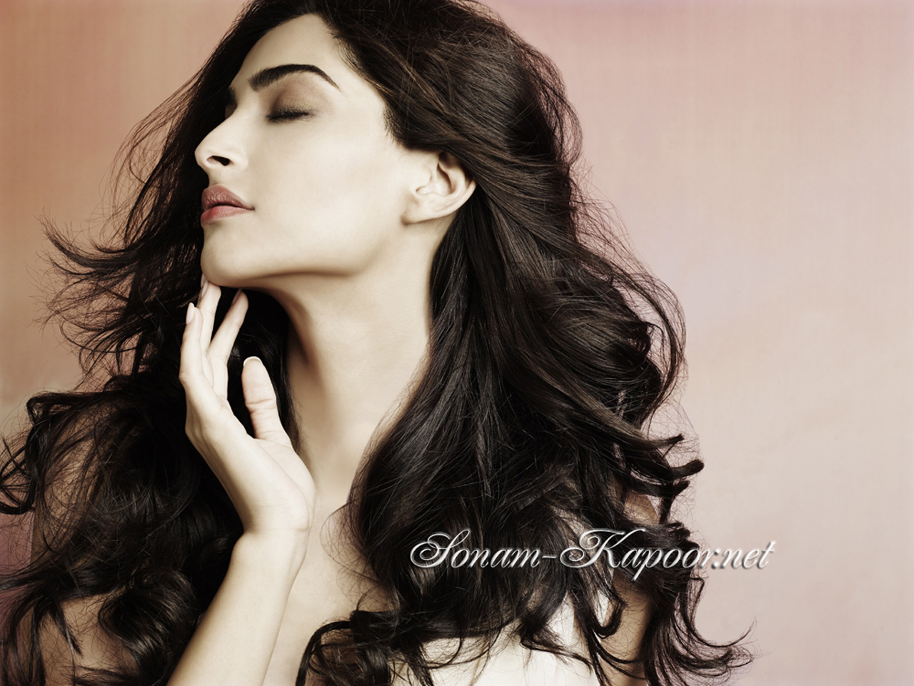 Sonam Kapoor Wallpapers: Indian Actress HD Wallpapers, Images, Pics, Gallery