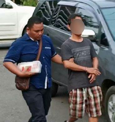 Tersangka narkoba di Sidimpuain digiring polisi.