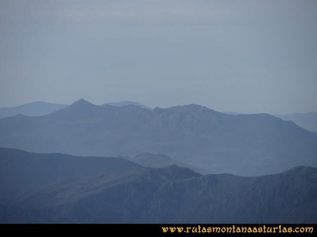 Ruta por el Aramo: Vista desde el Barriscal de la Sierra de Peña Manteca