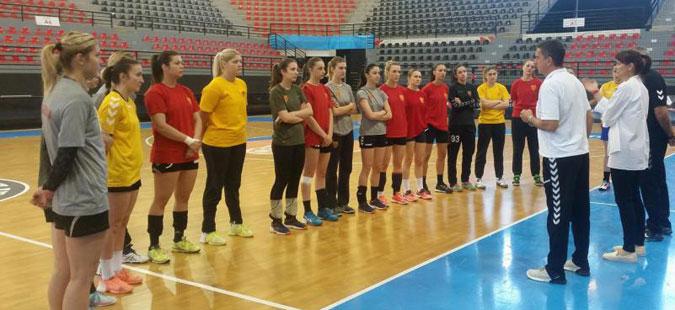 Women's handball team prepares for its qualifier against Sweden