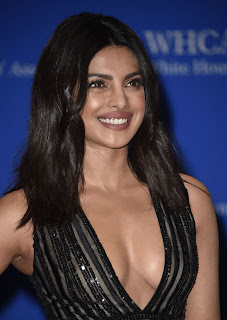 Priyanka Chopra Boobs Cleavages3.jpg