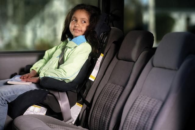 Cadeirinha de criança no carro na Califórnia