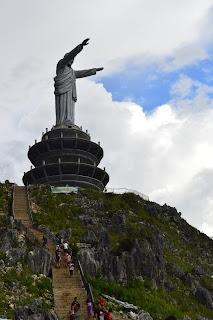 Patung Yesus Tana Toraja
