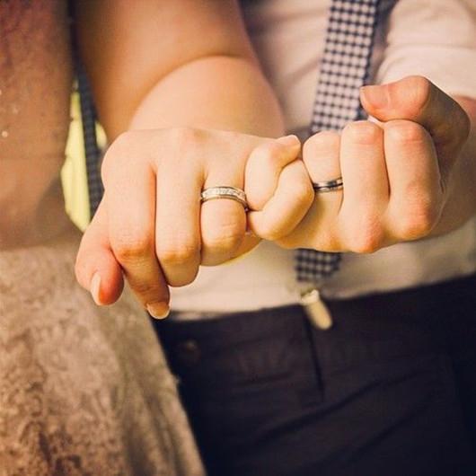 romantic wedding ring photo ideas