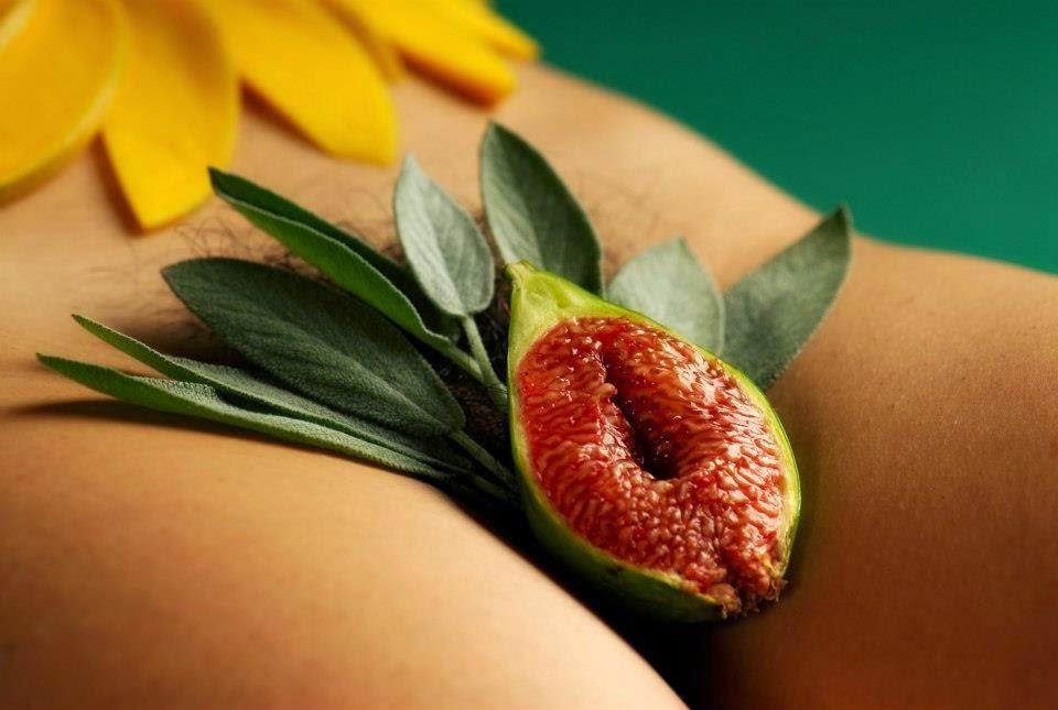 Жены картинки цветочек между ножек