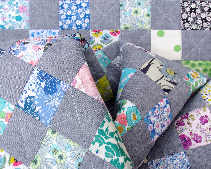 Chambray + Liberty of London Checkerboard Quilt | © Red Pepper Quilts 2018 #redpepperquilts #checkerboardquilt #chambrayfabric #libertyoflondon