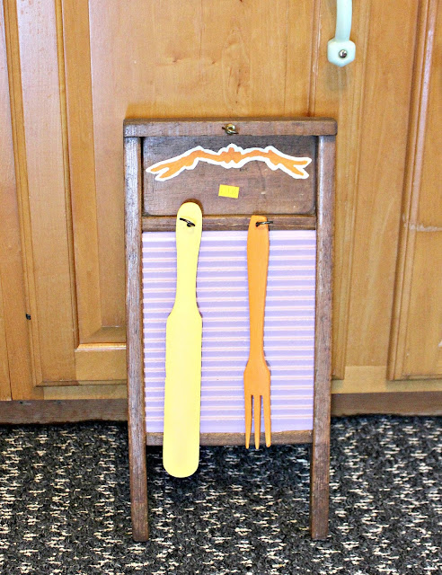 Photo of an ugly painted washboard