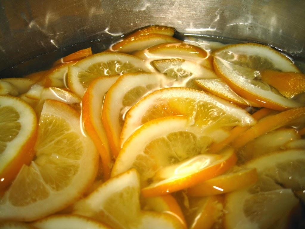 Fette di limone durante la cottura