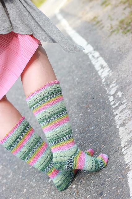 khadin lankalabyrintti kimallelanka opal neulotut polvisukat villasukat knitting