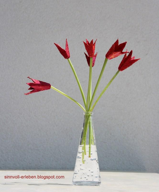 tulpen aus eierkarton basteln my blog. Black Bedroom Furniture Sets. Home Design Ideas