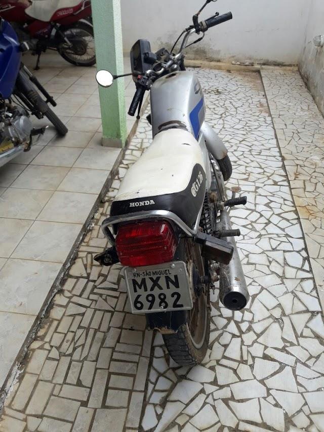 Polícia realiza blitz e apreende motos em São Miguel
