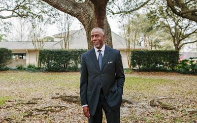 Ο δικηγόρος Κλιντ Σμιθ δέχθηκε μη συμβατό νεφρικό μόσχευμα, αφού υποβλήθηκε σε «απευαισθητοποίηση».