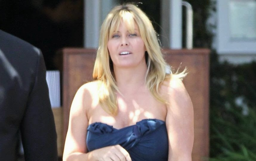 Nicole Eggert (Baywatch) converted into a seller of ice
