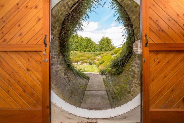 Hombre pone a la venta su lujosa casa de Hobbit de la vida real