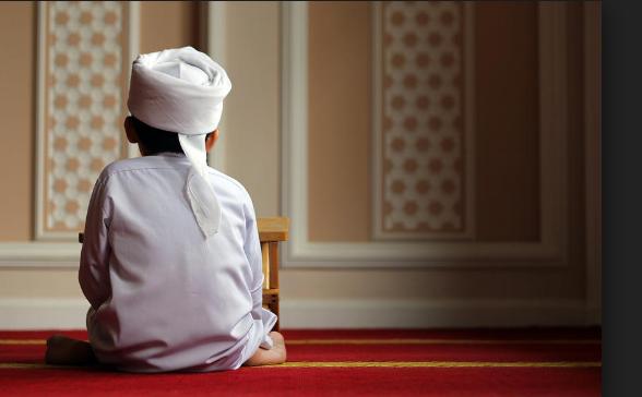 Shalat adalah suatu perbuatan yang di awali dengan takbiratul ihram dan diakhiri dengan salam. Shalat merupakan ibadah yang wajib dikerjakan bagi seluruh umat islam yang sudah baligh. dalam keadaan apapun shalat tetap wajib di laksanakan kecuali bagi wanita yang Haid, Nifas dan bagi seseorang yang sakit parah serta dalam keadaan bepergian.