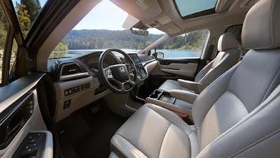 2018 Honda Odyssey Touring interior