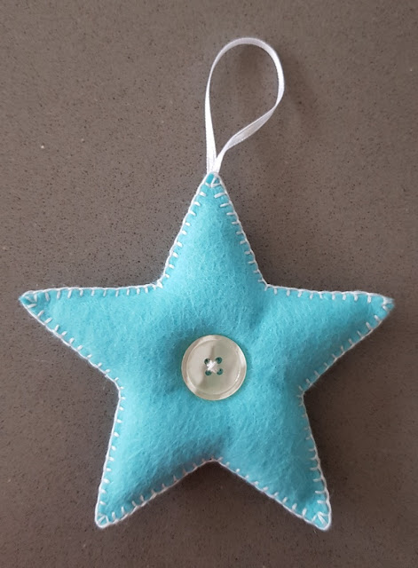 Cute and easy felt star Christmas decoration for your tree.
