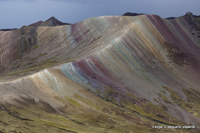 Como é a trilha na montanha do arco-íris no Peru