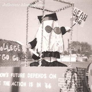 Homecoming 1966 Art Club Float  http://jollettetc.blogspot.com
