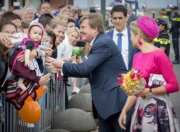 Dutch Queen Maxima wore Natan floral print skirt, Natan floral clutch bag, Natan fuchsia shoes and Natan fuchsia top