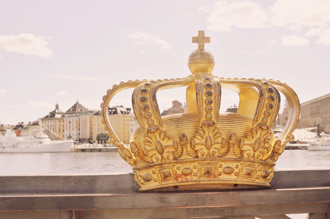Best Stockholm Instagram Spots - crown on Skeppsholmen bridge
