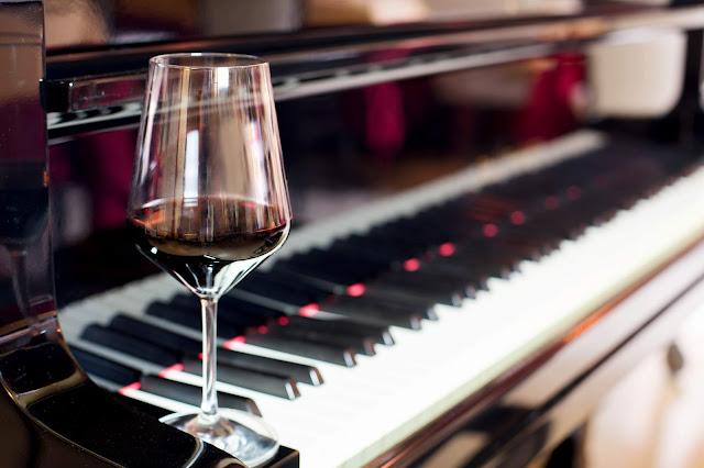 Το Λύκειο Ελληνίδων Άργους σας προσκαλεί σε ένα βράδυ με κρασί και πιάνο