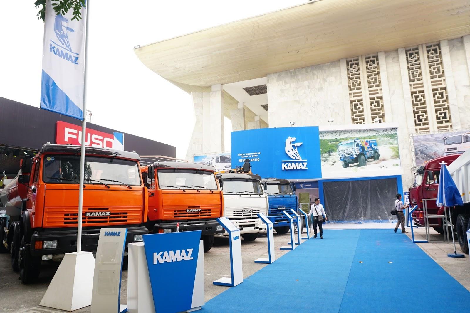 Gian hàng của Kamaz với các dòng xe công nghiệp xây dựng