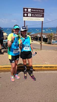 Meia Maratona de Noronha - Noronha K21 - eu e Letícia e a merecida medalha