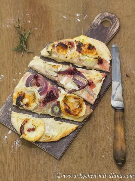 Flammkuchen mit Preiselbeermarmelade, Zwiebeln und Ziegenkäse