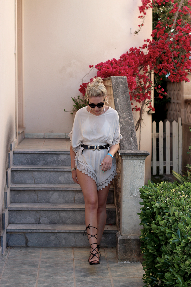 ootd-summer-fashion-mode-Fashionblog-Modeblog-Style-Outfit-Jumpsuit-Streetstyle-Look-Photography-Flowers-Mango-Mallorca-Lauralamode-Travel-Holidays