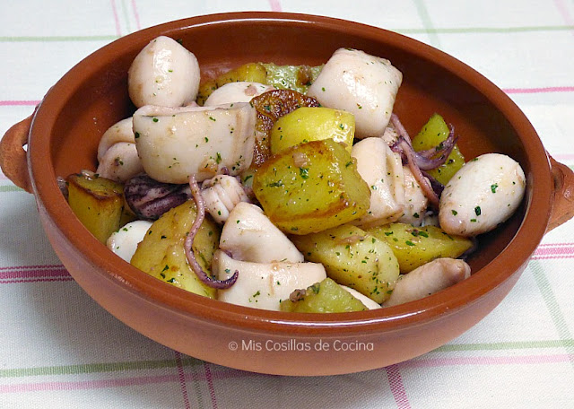 Chipirones con patatas al ajillo